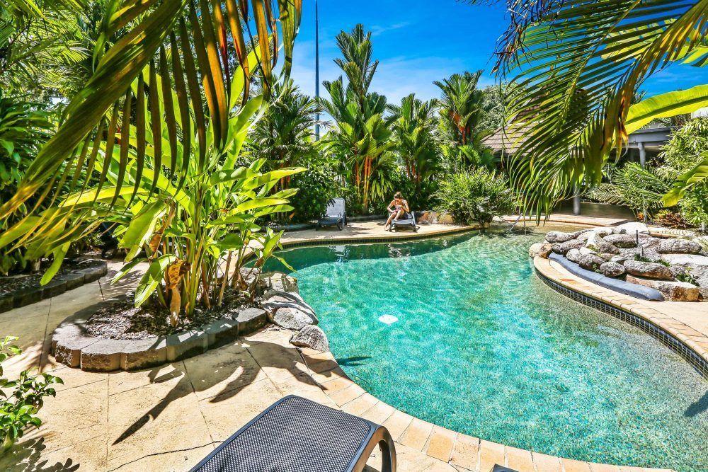 cairns accommodation cascade gardens. Black Bedroom Furniture Sets. Home Design Ideas