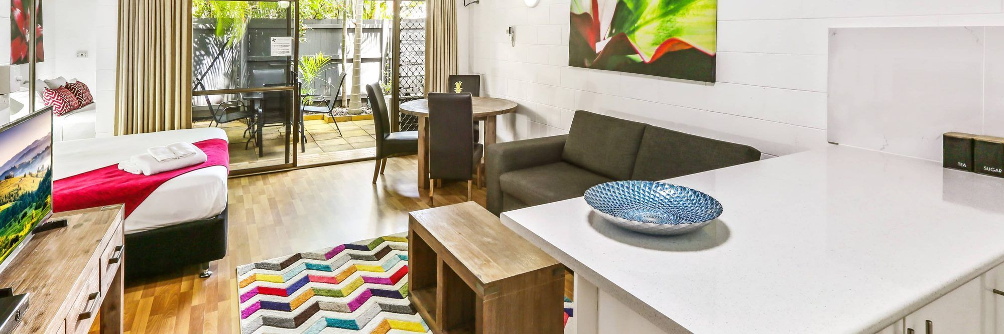 cairns accommodation specials cascade gardens. Black Bedroom Furniture Sets. Home Design Ideas